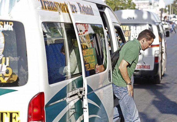 El regidor Noel Pinacho, dijo que para aprobar un alza en las tarifas, las concesionarias deben ofrecer calidad en el servicio. (Jesús Tijerina/SIPSE)