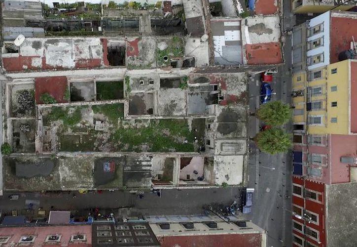 Vista cenital de la casa de la calle del Manzanares, 25, la más antigua conocida de la Ciudad de México. (Óscar Sánchez/elpais.com)