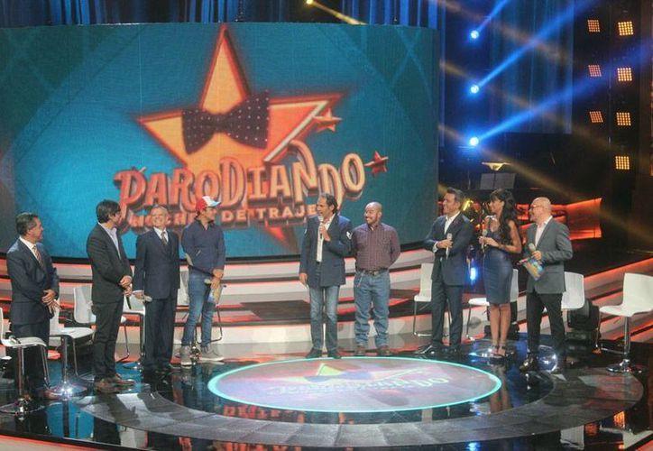 El programa 'Parodiando, noches de traje' inicia hoy por el Canal 2 de Televisa. (Notimex)