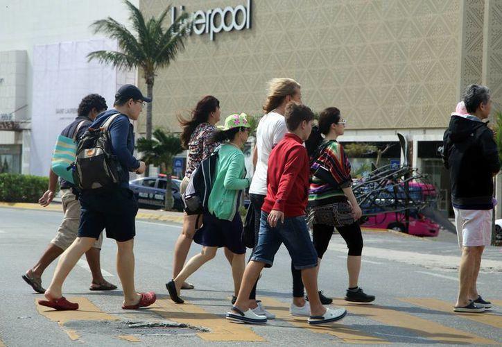 Los turistas optaron por visitar centros comerciales. (Luis Soto/SIPSE)