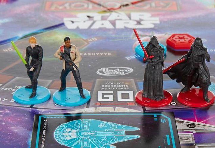 El Monopoly de edición especial de Star Wars solamente incluía a las figuras masculinas de Luke Skywalker, Darth Vader, Finn y Kylo Ren. (Imagen tomada de Milenio digital)