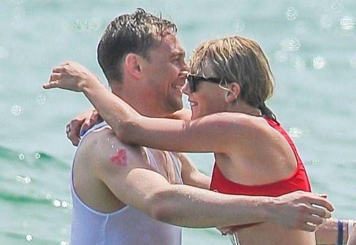 Taylor Swift anduvo con el actor  Tom Hiddleston después de concluir su relación con el dj Calvin Harris. (Twitter)