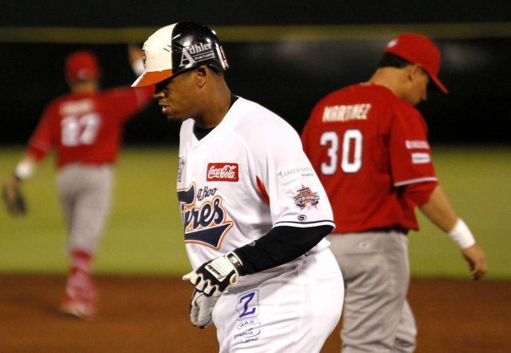 Sufrió la derrota Fabio Castro, le anotaron dos carreras y dio tres  bases por bolas; de los 94 lanzamientos que realizó 55 fueron strikes. (Francisco Gálvez/SIPSE)