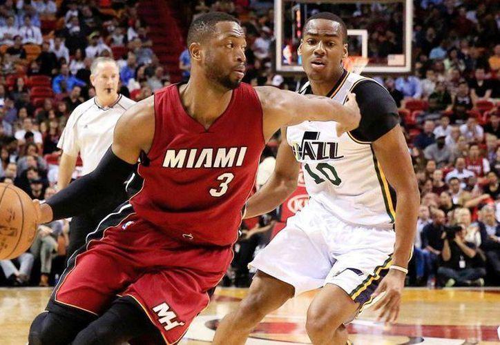 Dwyane Wade deja al equipo que lo llevó a la NBA, el Heat de Miami, para enrolarse con Bulls de Chicago. (foxsports.com)