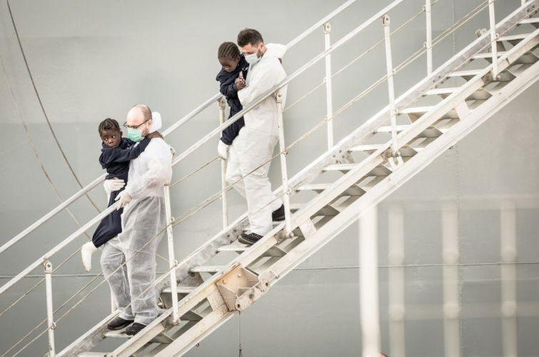 Atracó un barco español en el que murieron 26 mujeres — Desgarrador