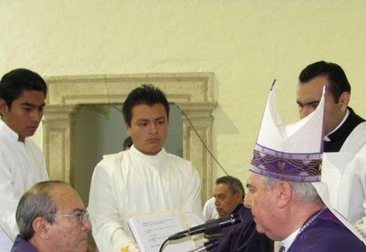 Autoridades eclesiásticas presidieron la ceremonia. (SIPSE)