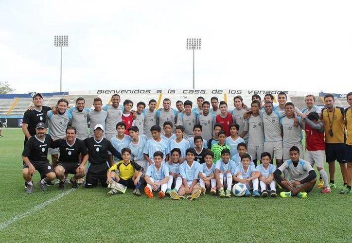 Plantel del CF Mérida de la categoría sub-13 que competirá del 17 al 25 de abril en la Ciudad de México. (Milenio Novedades)