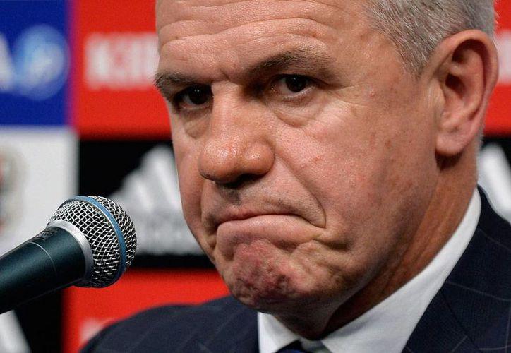 Javier Aguirre, director técnico de la Selección Nacional de Futbol de Japón, ya puede dormir tranquilo: la Federación le dio su respaldo, ante las acusaciones de corrupción que pesan sobre él en España. (Efe/Archivo)