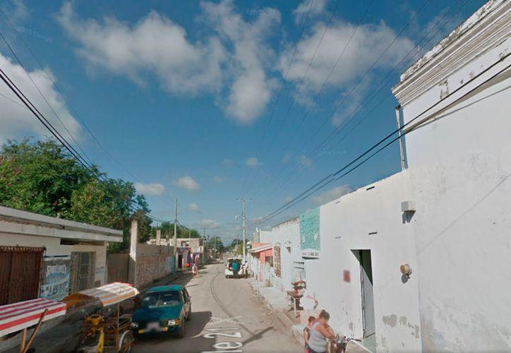 En la calle 21 de Chocholá está la casa del ex alcalde Arturo Gómez Romero, en donde esta mañana aparecieron 3 muñecos con alfileres y fotos de sus familiares. La imagen está utilizada sólo con fines ilustrativos. (Google Maps)