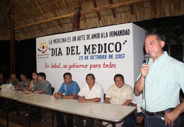 El alcalde Juan Manuel Parra López externó su apoyo a los galenos morelenses. (Cortesía/SIPSE)