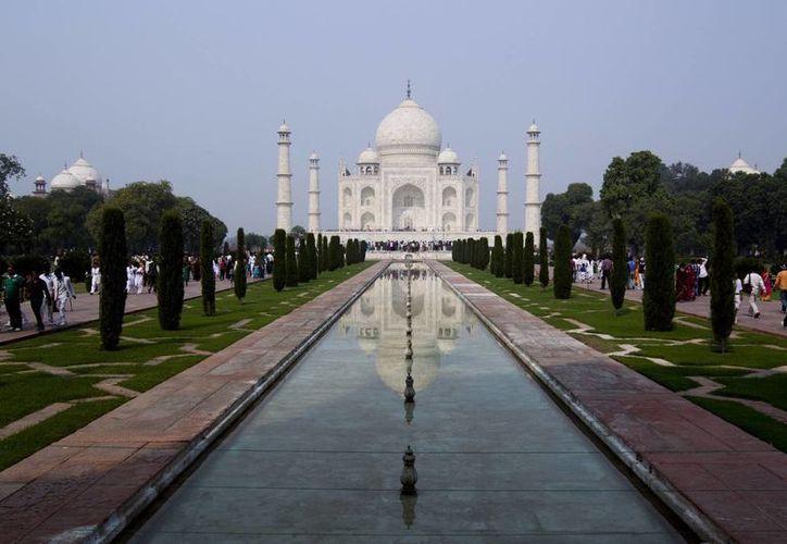 El Taj Mahal es uno de los monumentos más emblemáticos de la India y el mundo entero. Este jueves, una pareja intentó suicidarse muy cerca de ahí. (EFE/Archivo)