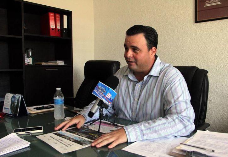 Alvaro Mimenza Aguiar, líder de la Canirac en Yucatán, recalca que Yucatán tiene todo para ofrecer a sus visitantes, y opina que está en desacuerdo con el Tianguis Turístico no vaya a ser en Mérida en 2016. (José Acosta/SIPSE)