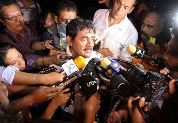 Felipe de la Cruz, vocero de los padres de los 43 normalistas, dio detalles sobre el encuentro con autoridades federales. (Javier Ríos/Milenio)