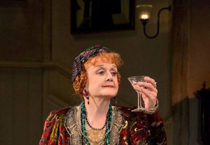 """Angela Lansbury en la gira de la obra """"Blithe Spirit"""" de Noel Coward en el Teatro Ahmanson. (Agencias)"""