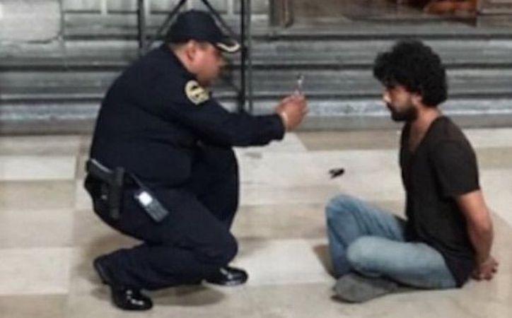 El joven que apuñaló a un párroco en la Catedral Metropolitana tiene una discapacidad mental y por eso no será encarcelado. (Sin Embargo)