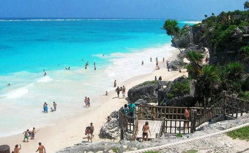 Los vuelos son más baratos y los hoteles también, las playas están vacías y el sol es cálido pero no abrasador. (Archivo)