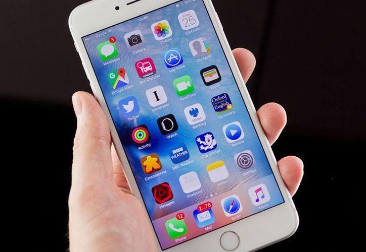 Time asegura que el iPhone de Apple inauguró una nueva era en la telefonía móvil. (Archivo/Agencias)