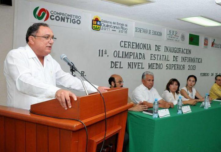 Eduardo Patrón Azueta destacó que prepararse para la olimpiada es tarea seria, representa muchas horas de trabajo invertidas para acumular el conocimiento que les permita competir y destacar en la contienda. (Redacción/SIPSE)