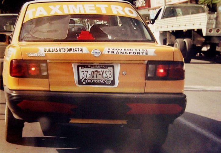 Los taxistas sindicalizados han visto disminuir el número de pasajeros. (SIPSE)