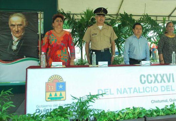 El acto se efectuó por la mañana, frente a Palacio de Gobierno de Othón P. Blanco. (Redacción/SIPSE)