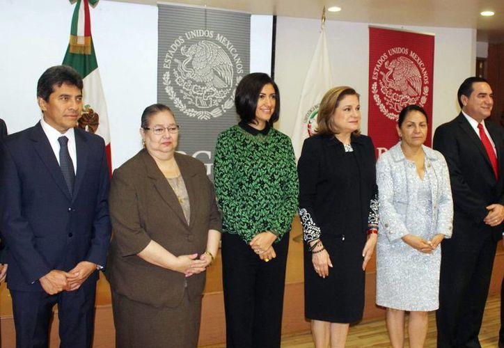 El fiscal Ariel Aldecua (izq.) participó en la I Sesión Ordinaria 2016 de la Conferencia de Procuración de Justicia de la Zona Sureste. (Milenio Novedades)