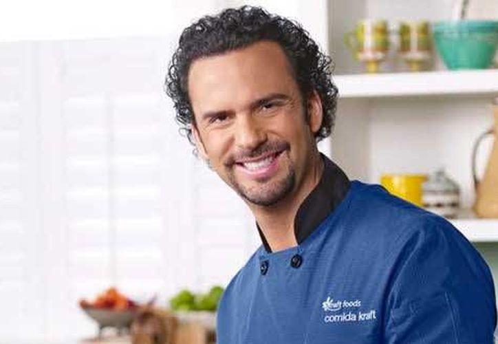 El chef Alfredo Oropeza anunció su nuevo programa 'Al Natural', el cual tiene como objetivo ofrecer al público una manera sencilla y sana de comer. (pulsoslp.com)