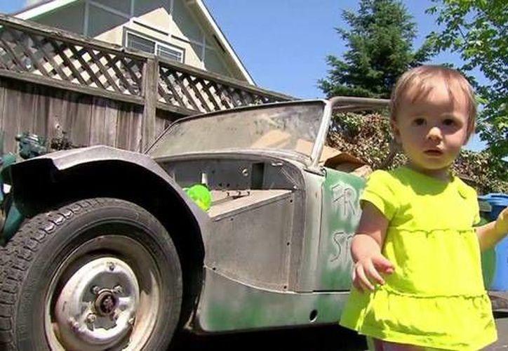 El vehículo adquirido por la nena es un Austin Healey, cuya reparación podría valer 14 mil dólares. (picapollochino.org)