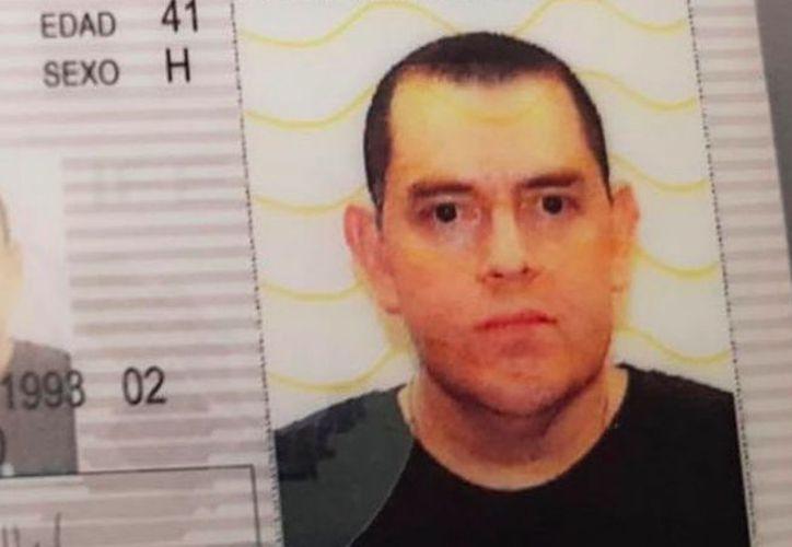 la disputa presuntamente comenzó por un pleito vecinal, tras el cual el agresor, quien se suicidó, fue a su casa por una pistola y disparó contra el domicilio del magistrado. (López Dóriga digital)
