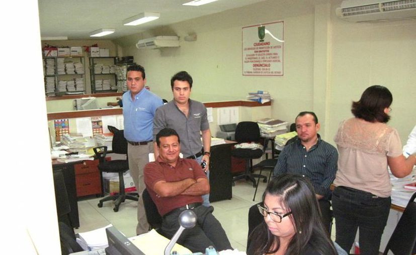 """Imagen de los directivos de """"Crecicuentas"""" durante su comparecencia. (Francisco Puerto/SIPSE)"""