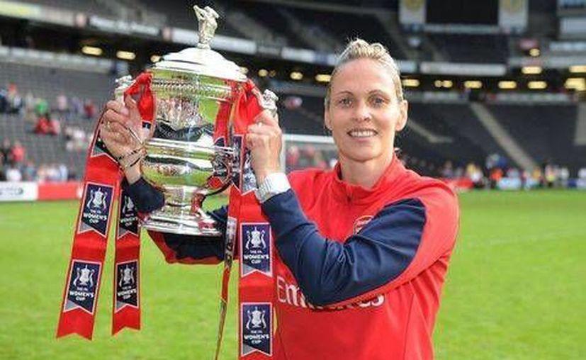 Shelley Kerr, nueva entrenadora de la Universidad de Stirling, tuvo un breve pero exitoso paso en el  Arsenal Ladies de Inglaterra.  (Foto: FB Stirling University)