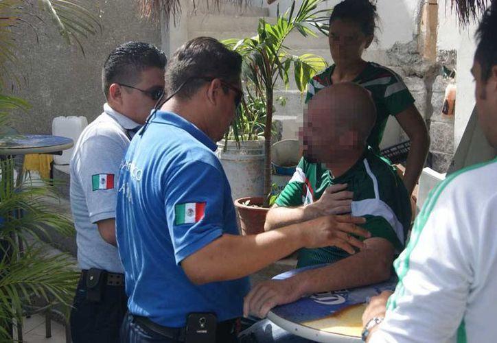 Un hombre tuvo que recibir atención médica tras sufrir un preinfarto mientras veía el partido de México contra Holanda.  (Redacción/SIPSE)