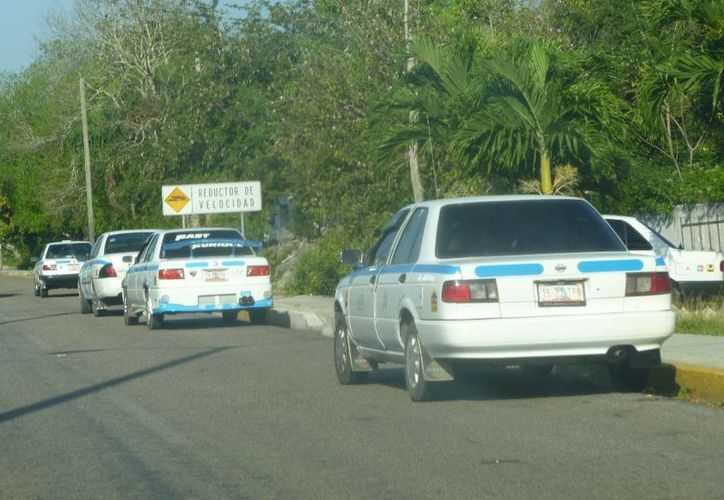 Denuncian que los taxistas realizan guardias que están fuera de la ley. (Raúl Balam/SIPSE)