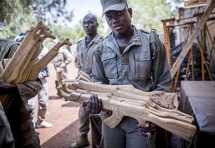 Hoy en día, el Ejército de Malí ha quedado reducido a la nada: solo cuenta con siete mil 500 uniformados y el orden se mantiene de manera relativa gracias a contingentes militares de Francia y Chad. (Archivo/Reuters)