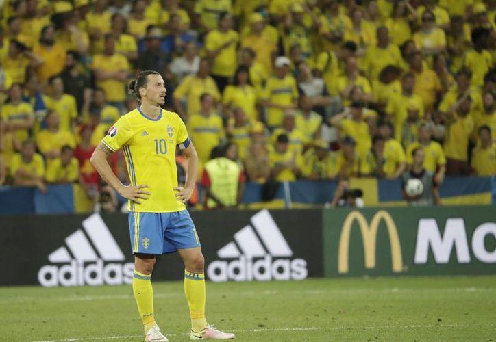 Este sería el último partido de Zlatan Ibrahimovic con Suecia tras anunciar su retiro de la selección en días pasados. (AP)