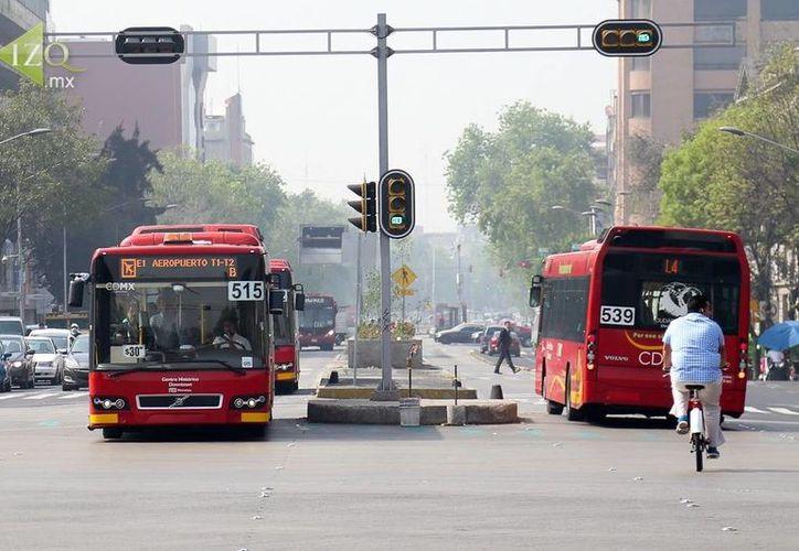 Camiones, metro o metrobús, entre las opciones para llegar al Estadio Azteca para el partido de la NFL del próximo lunes.  (Foto tomada de izq.mx)