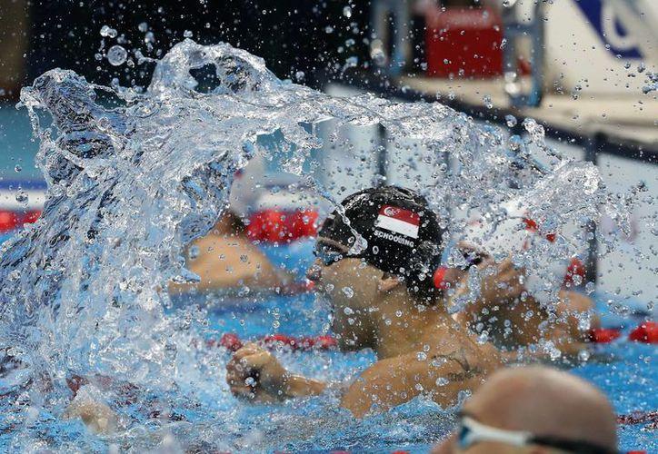 En 2008, Joseph Schooling conoció a Phelps. Ocho años después lo venció en los Juegos Olímpicos de Río 2016. (Julio Cortez/AP)