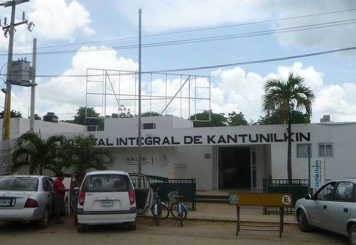 En el Hospital Integral continúa la atención hacia los pacientes de manera normal. (Raúl Balam/SIPSE)