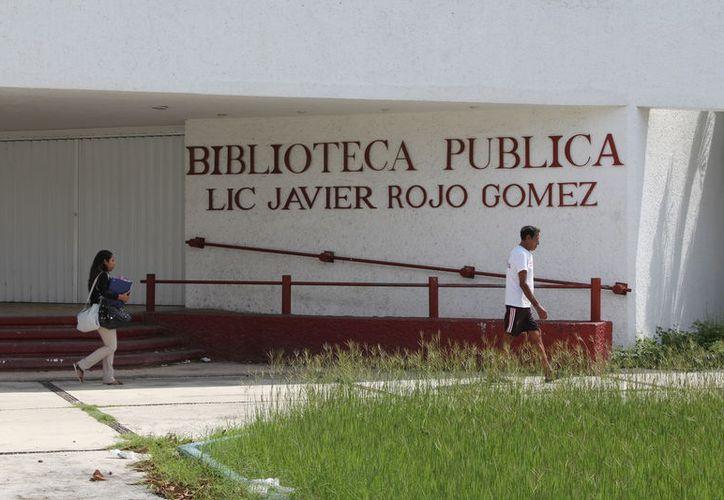El Instituto de la Cultura y las Artes de Q. Roo trabaja para recuperar la biblioteca 'Javier Rojo Gómez' en Chetumal. (Joel Zamora/SIPSE)