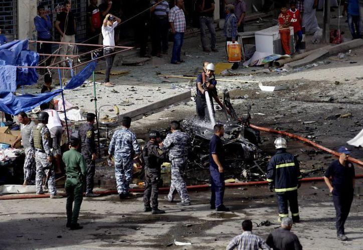 El ataque más letal del día se produjo cuando dos bombas estallaron en el vecindario oriental de Habibiya. (Agencias)