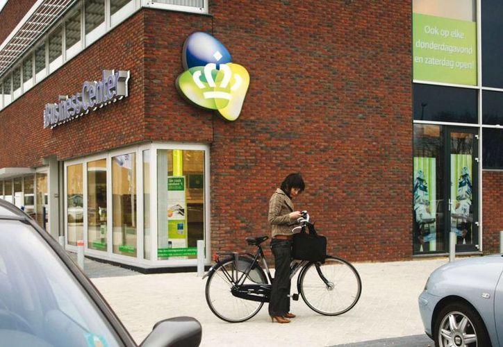 La empresa de Slim está en pláticas con KPN. En la imagen, un edificio administrativo de la telefónica holandesa en Ámsterdam. (studiodumbar.com)