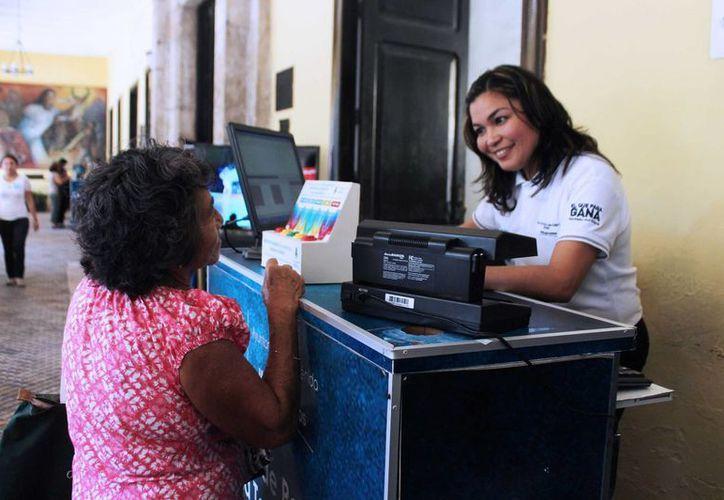 El Ayuntamiento de Mérida opera varios módulos y formas de pago del impuesto predial. En la imagen, la caja en los bajos del Palacio Municipal. (SIPSE)