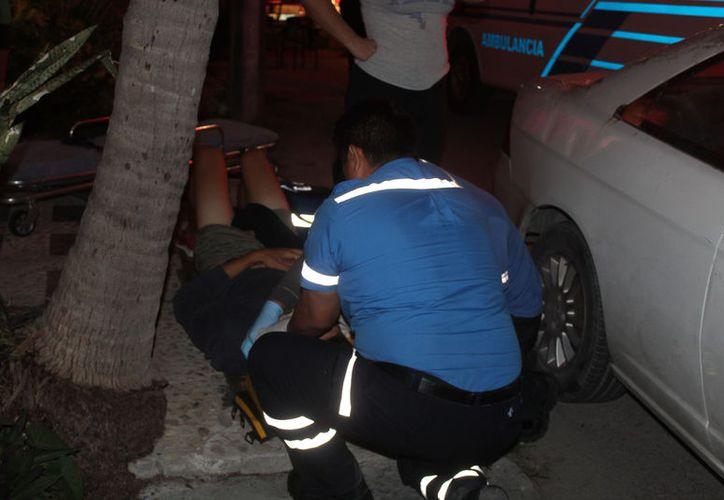 El turista fue atendido por paramédicos y trasladado a Costamed. (Foto: Redacción)