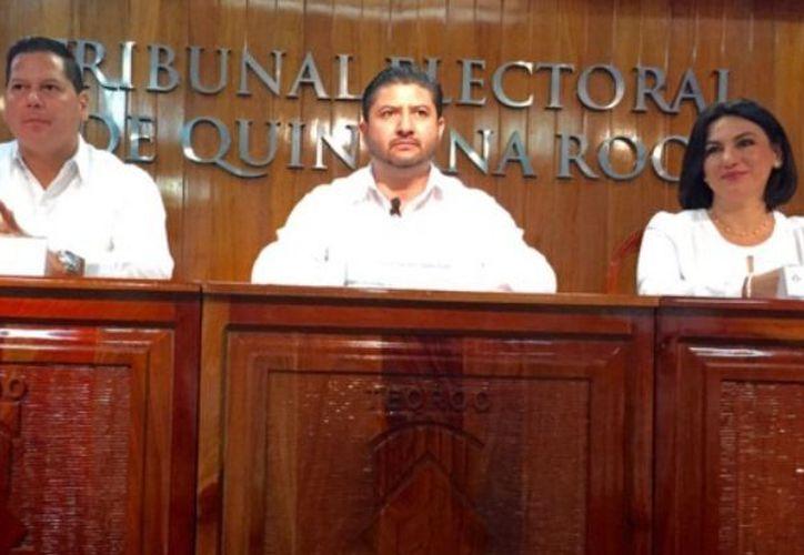 Magistrados: Vicente Aguilar Rojas, Víctor Vivas Vivas, y Nora Leticia Cerón González.