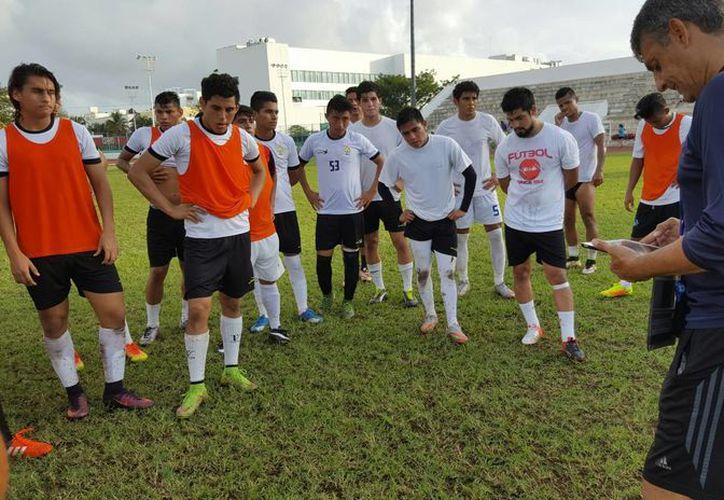 El director técnico sigue armando el equipo para ser competitivo. (Ángel Mazariego/SIPSE)