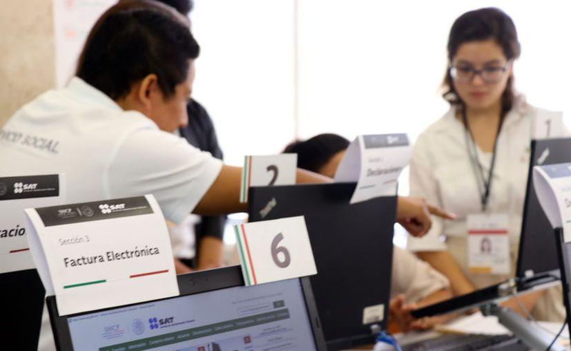 Muchos cambiaron su paquetería electrónica para migrar a la facturación 3.3. (Foto: Milenio Novedades)