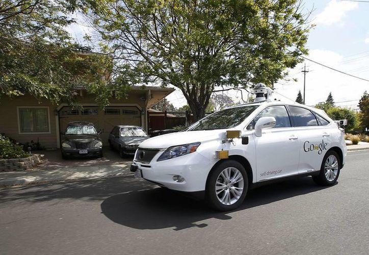 Un Lexus autónomo de Google realiza pruebas por las calles de Mountain View, California. (Agencias)