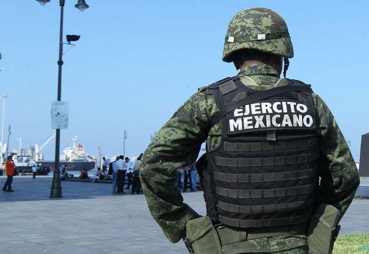 El Ejército aseguró 14 aeronaves a los grupos delincuenciales, siete embarcaciones y 7 mil 421 vehículos terrestres. (Notimex/Archivo)