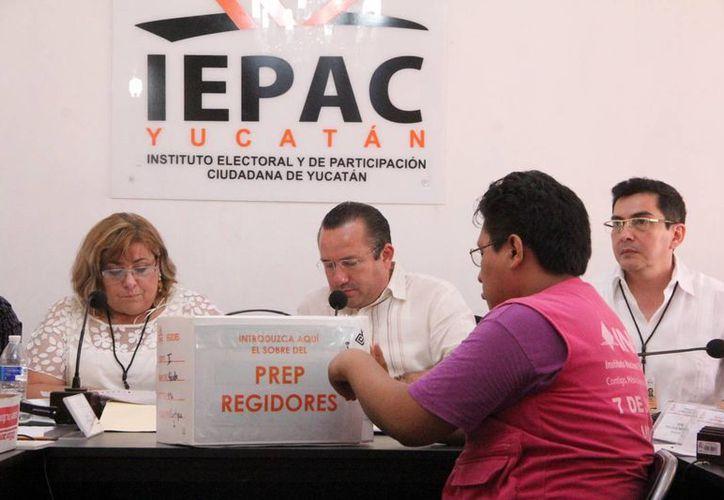 Desde el miércoles los consejeros iniciaron el cómputo de votos para conocer al candidato ganador de la Alcaldía de Mérida. (José Acosta/SIPSE)