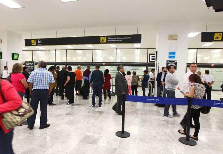 Sagarpa subrayó la necesidad de que los turistas estén informados acerca de los productos que están prohibidos ingresar al país. previamente y declarar en los Imagen del Aeropuerto de la Ciudad de México. (Archivo/Notimex)