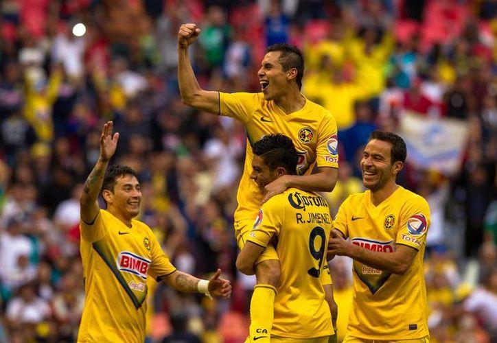 Paul Aguilar celebra su gol, el segundo de la noche en la que el América derrotó 3-0 a Tigres de la UANL, en fecha 1 del torneo Clausura de la Liga MX. (Notimex)